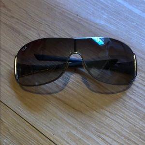 Ray bans with grey lense